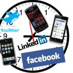 Een klok met daarop social media en de iphone
